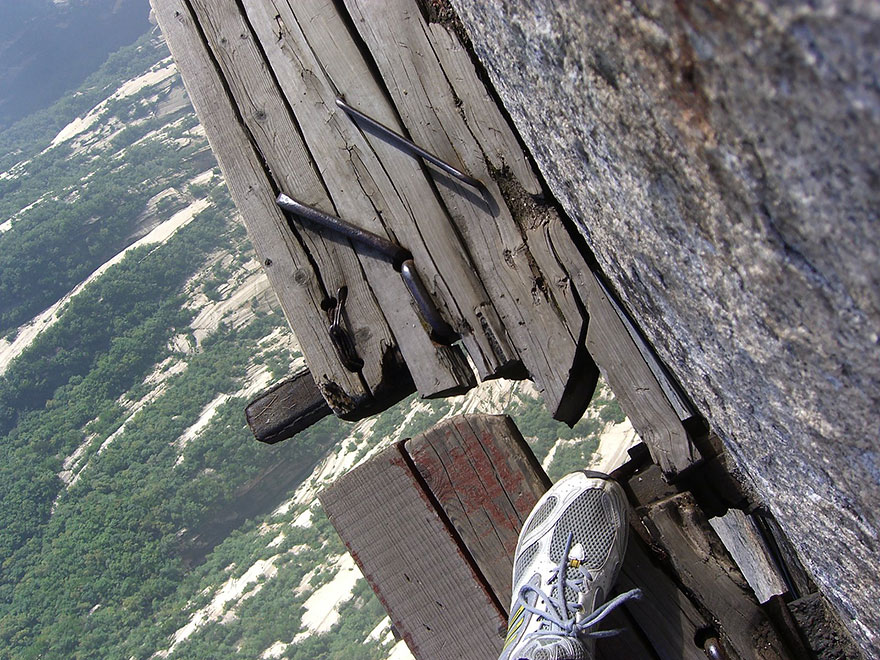 hiking-trail-huashan-mountain-china-12