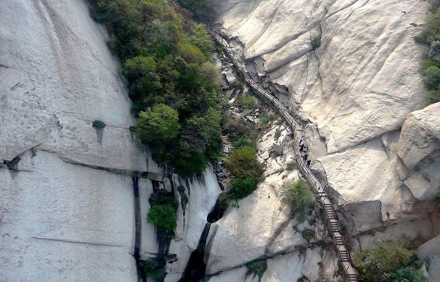 hiking-trail-huashan-mountain-china-18