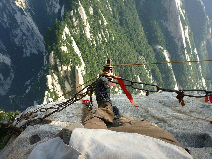 hiking-trail-huashan-mountain-china-2