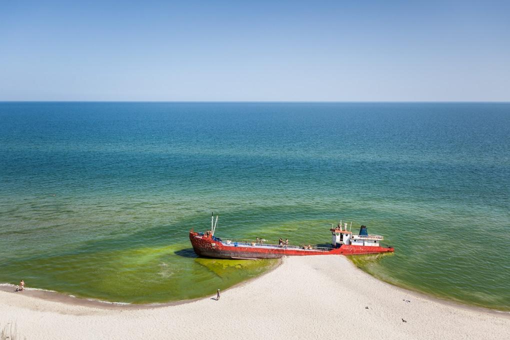 The wreck by Juraj Starovecky